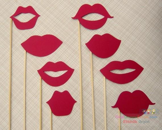 Как сделать палочки с губами